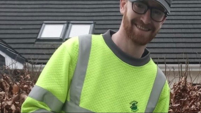 Image of A Stirling Council Waste Operative providing a frontline service to communities during the Covid crisis