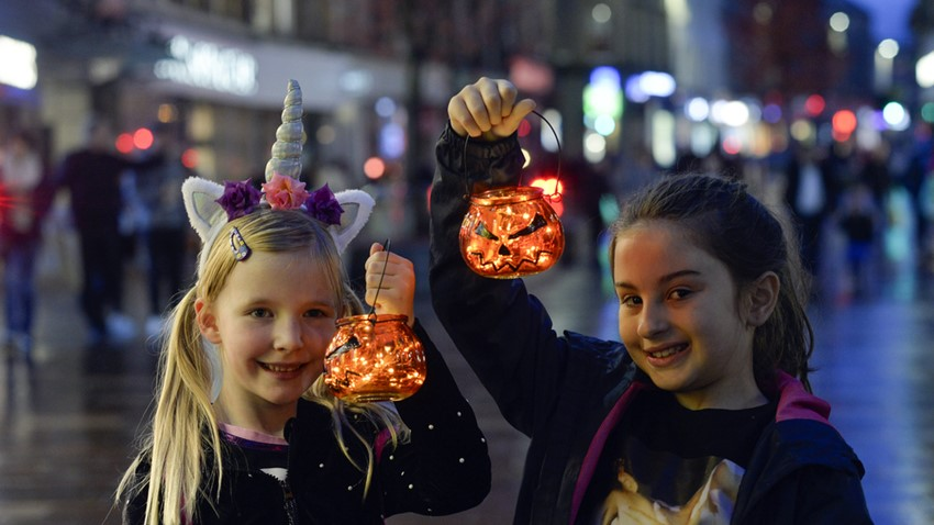 Halloween Parade, Girls with Lanterns