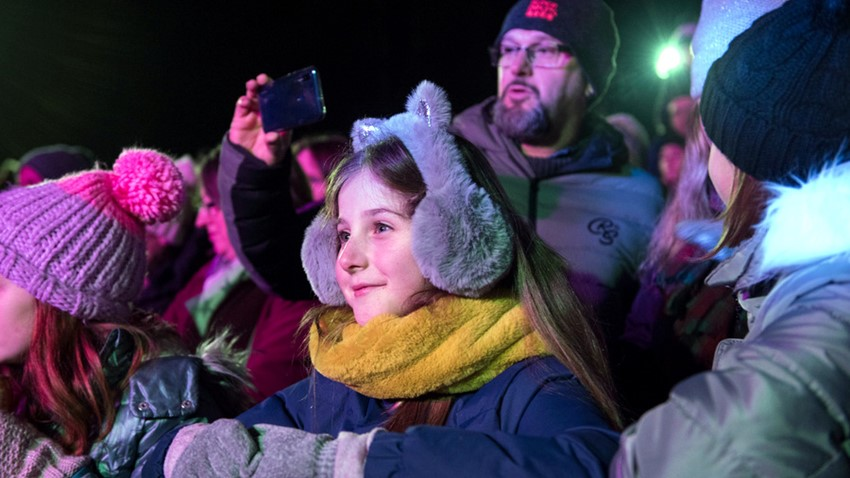 Image of Girl entertained at Stirling's Hogmanay