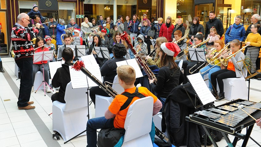 Image of Children's band entertainment at Stirling's Arcade