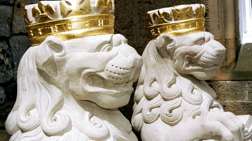 Image of Crowned Royal Lion Statues