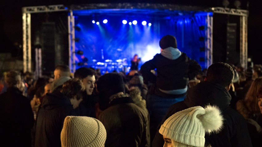 Image of Crowds celebrate Stirling's Hogmanay