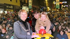Child with mum and Provost switch on Christmas Lights