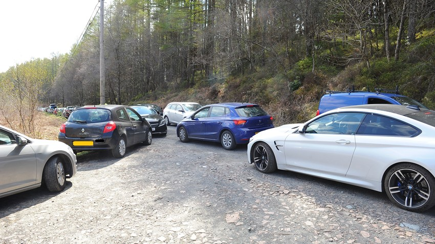 Image of Drivers block the road at Rowardennan with careless parking