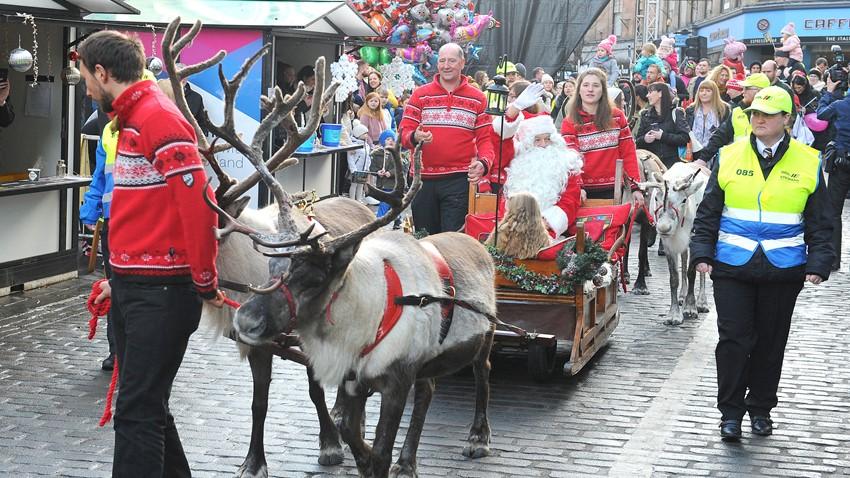 Image of Santa visiting Stirling Town Centre